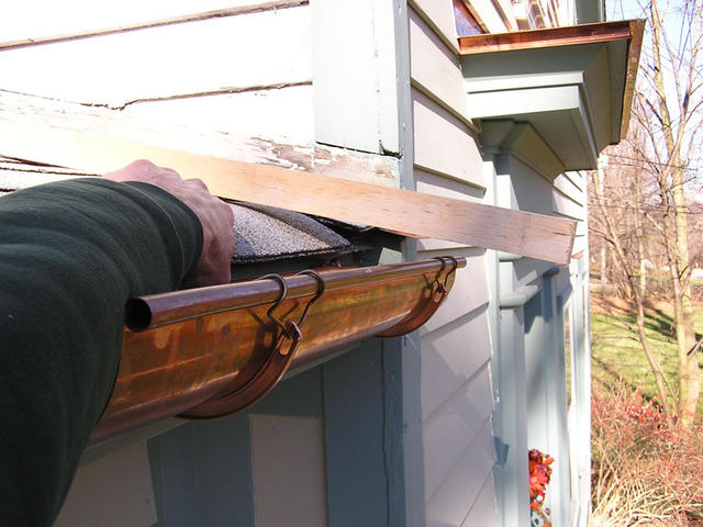 Copper_gutter_installation_3