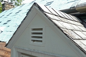 Roof dormer without drip edge flashing